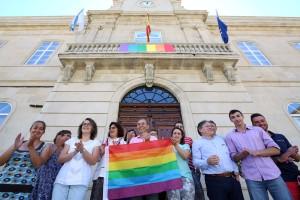 izado-bandeira-orgullo-gay