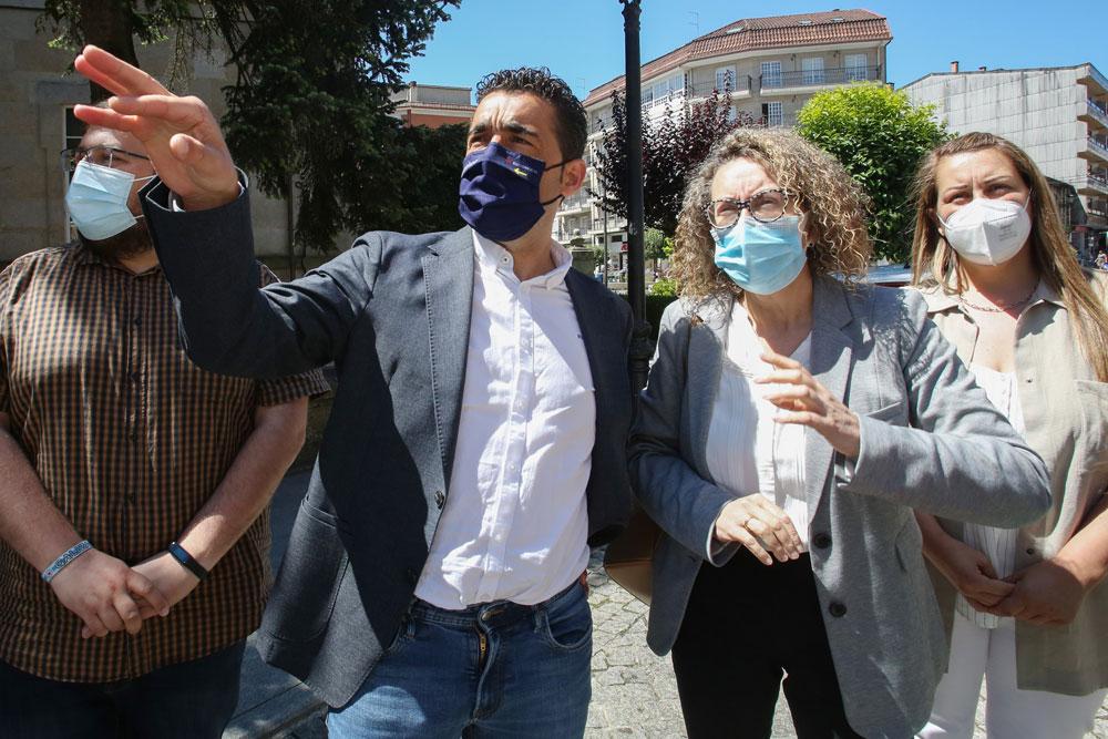 O delegado territorial da Xunta e a alcaldesa visitan a Área de Rehabilitación Integral de Ponteareas