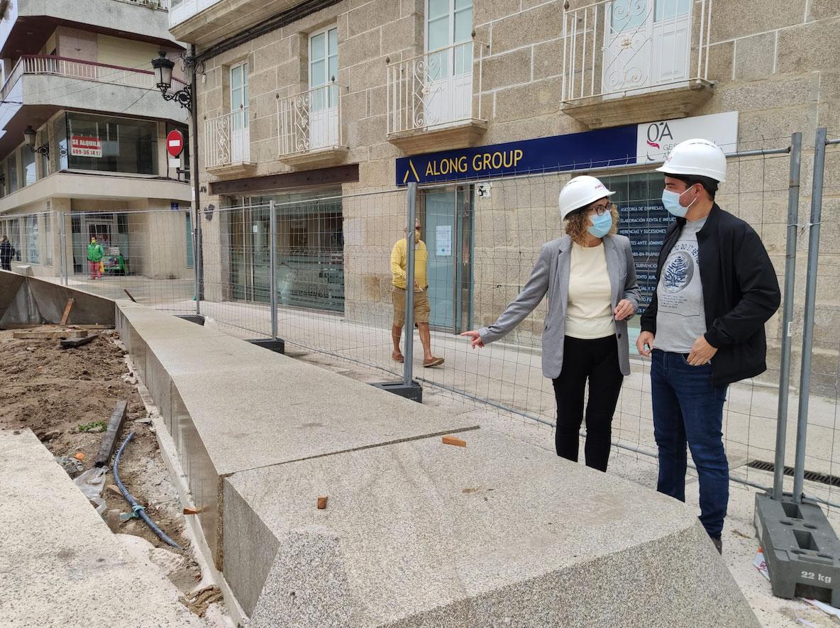 NP_A Praza de Bugallal entra na derradeira fase das obras coa instalación de xardineiras, bancos e arborado